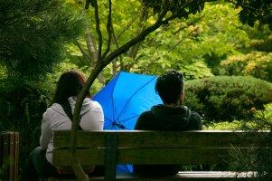 Paar mit Schirm